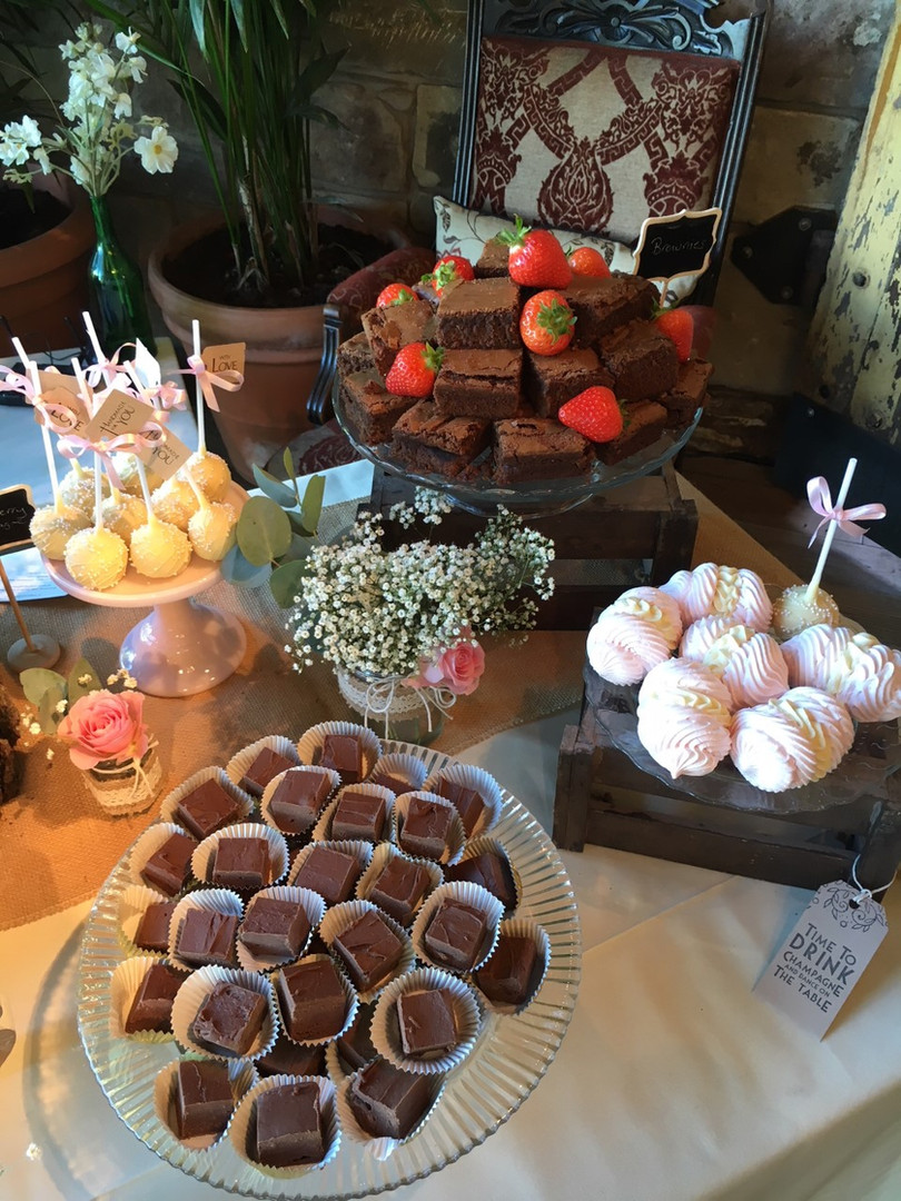 Cakepops, Brownies, Meringue Kisses and Butterscotch Fudge