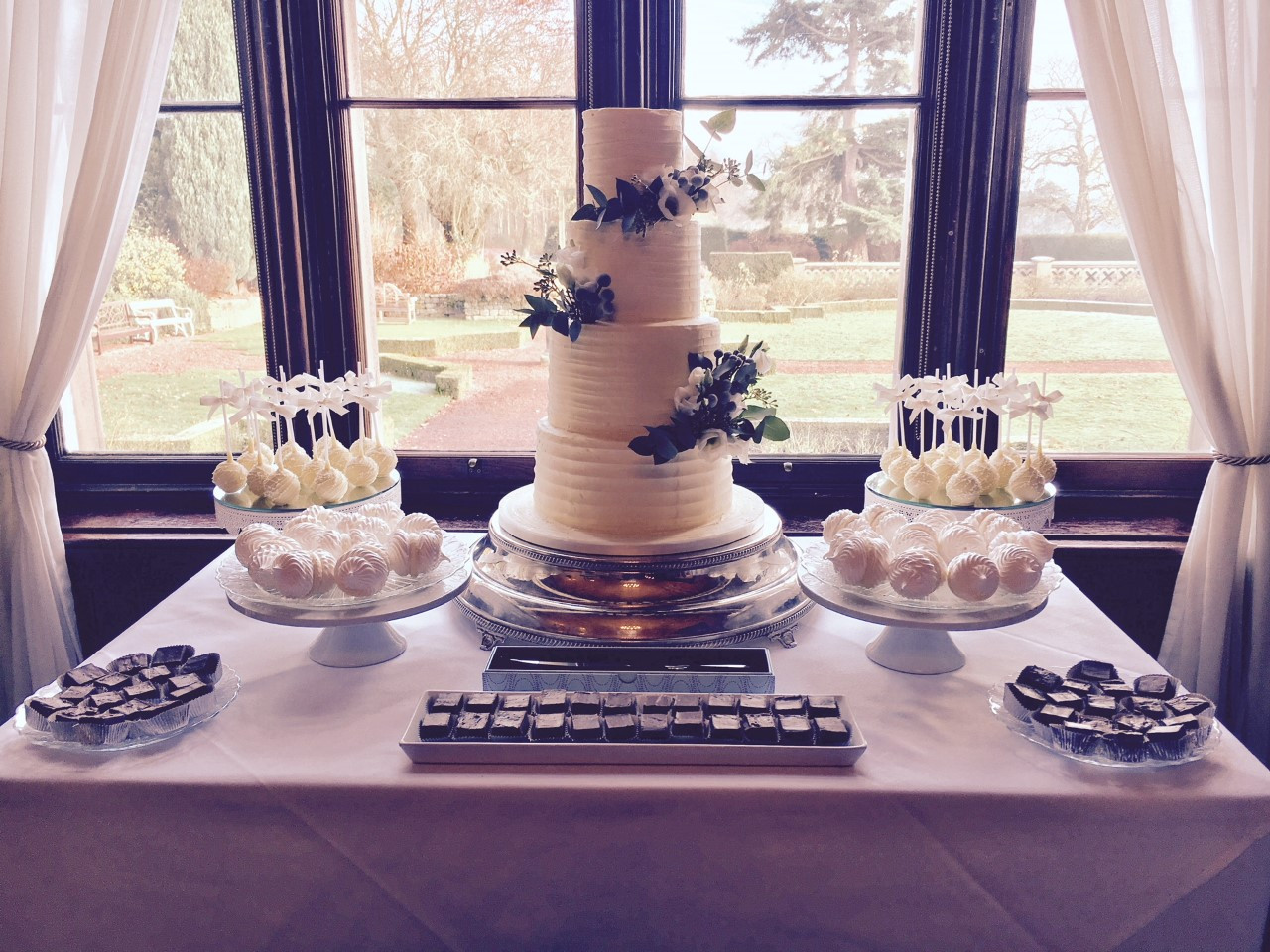 Ganache Ripple Wedding cake and mirrowed dessert table with cakepops, meringue kisses and cakepops