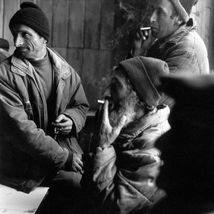In an old hardware shop about thirty men, in freezing temperatures, try to relieve their boredom. Further bitterness awaits these Greek families, the pipeline will avoid their village and no-one will get compensation. Of the 500 families that made up the village in 1991,  fewer than 80 remain.