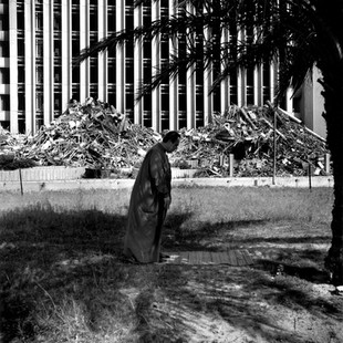 A man is praying in front of the ruins of the Ministry of Education building, bombarded on the arrival of the Americans like all public buildings except the Ministry of Oil. The free hand allowed to looters by the Americans embittered the Iraqi population.