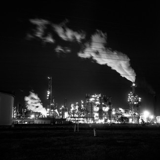 A refinery seen from the road at the entrance to the city. To get rid of toxic waste considered expensive to neutralize, the refineries fake accidents. They are working within comfortable emission quotas, thanks to favourable legislation passed by George Bush when he was governor of Texas.