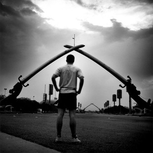 A jogger in front of the monument to the 'victory' over Iran. The Green Zone is a small American state inside Baghdad. Only inside this perimeter do the Americans feel secure.