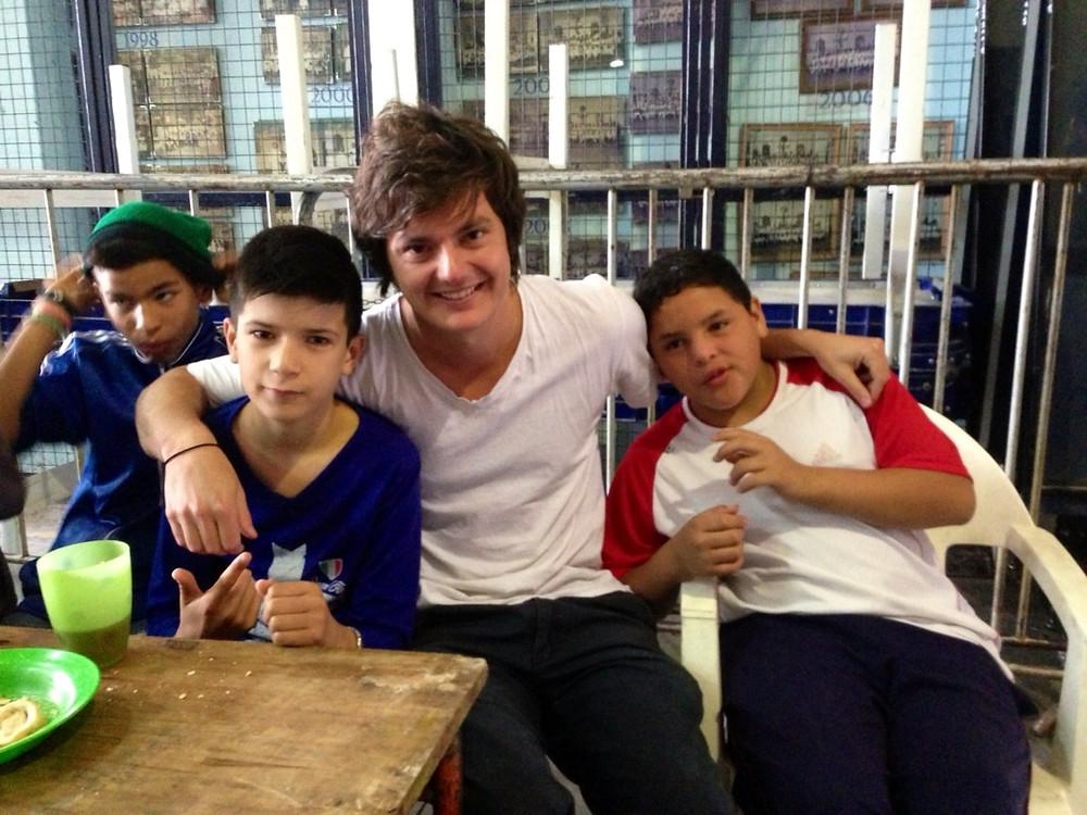 Lucas y algunos de los chicos, en la muestra de fin de año