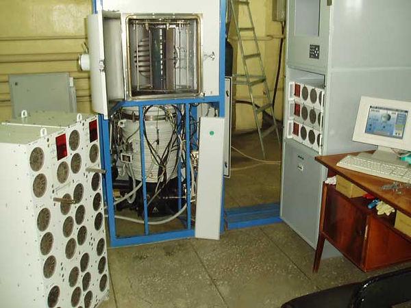 Установка вакуумного напыления с планетарным магнетроном