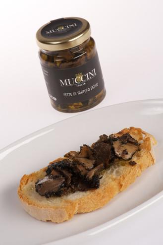 Black summer truffle slices