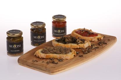 Black summer truffle salsa & Black summer truffle slices