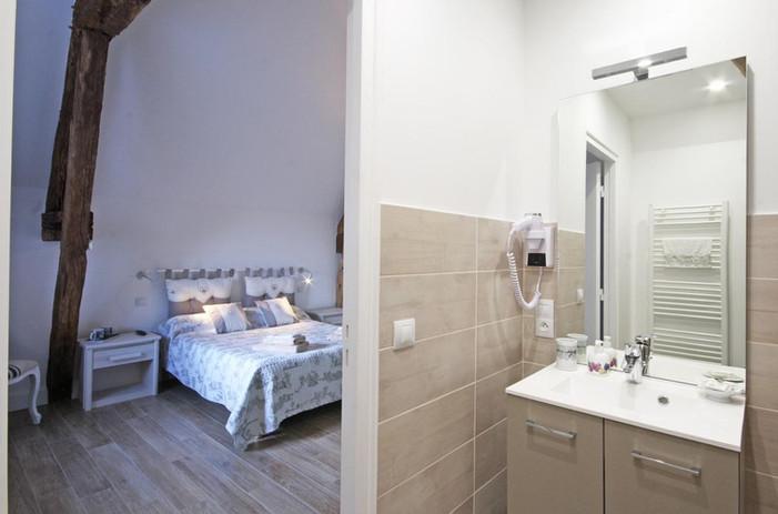 chambre du paradis et sa salle d'eau.jpg