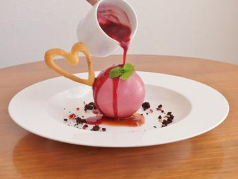 ルビーチョコレートのドームデザート/ラ・テール メゾン