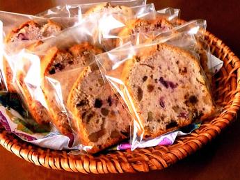 カシス・レーズン・くるみを使ったパウンドケーキ