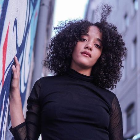 Kena Womo, une chanteuse à découvrir