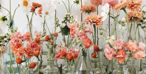 RENTAL: Assorted bud vase w/fresh flowers