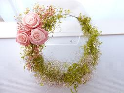 UN-050 Tri Roses Wreath bouquet.jpg