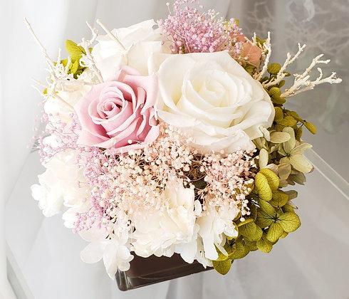 UN-0145V1 White Roses arrangement