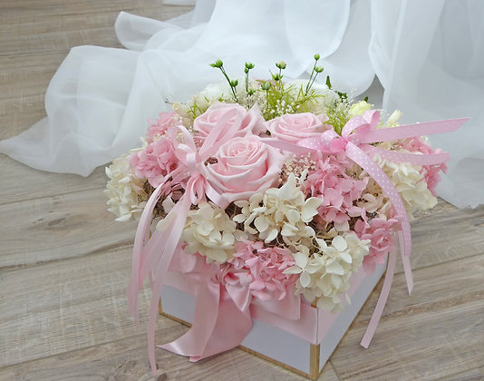 UN-0071 Milky Pink Roses Preserved Flowers in a box