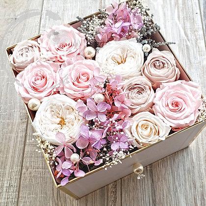 UN-0164 Preserved Roses in a Box