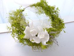 UN-051 White Orchid Wreath Bouquet_LV_R1