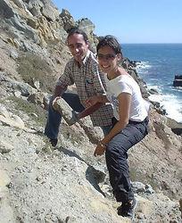 DSC03905 autora com paleontologo com tro