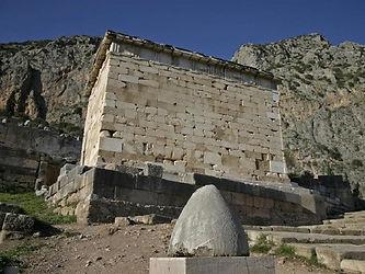 Onfalo e Tesouro dos Atenienses.jpg