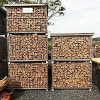 ナラの芯材のみを使用した、皮無しのプレミア薪。乾燥中😍_・_陽当たりと風通しが