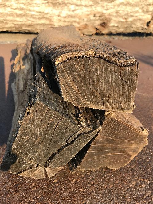 樫(かし)の薪