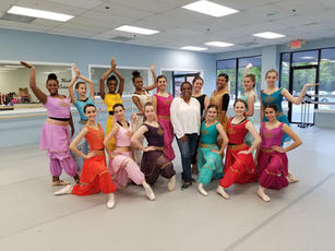 Senior Company trying on their costumes for Aladdin