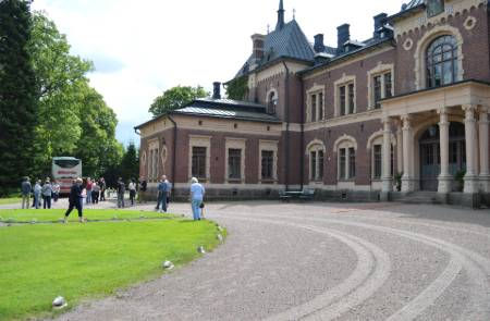 Tour-Old-Large-Building-Porvoo-Finland.j