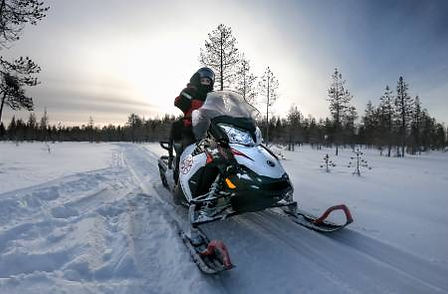 Snowmobile-Sunset-Winter-Lapland-Finland