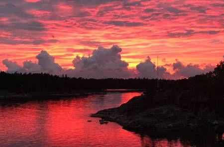 Red-Sunset-Summer-Cottage-Helsinki-Finla