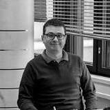 Gustavo-Helal-Desk.jpg