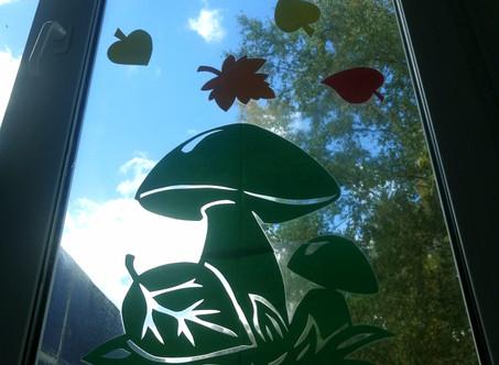 Осень украсила окна