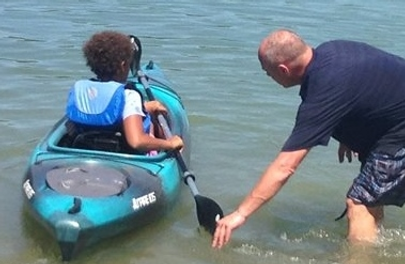 A girl learning how to kayak