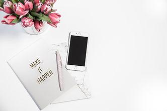 canva-silver-iphone-6-beside-click-pen-a