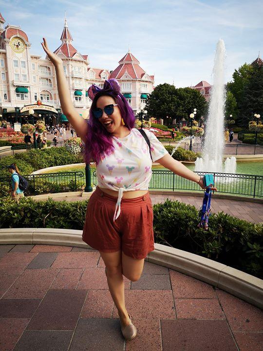 Sarah, a mum blogger excited at Disneyland Paris.