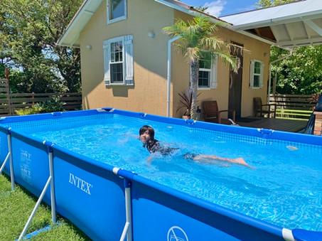 夏季限定のプール