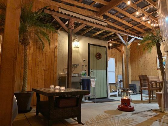 ラナイエリアで雨でも安心 137ℓ 冷凍冷蔵庫付
