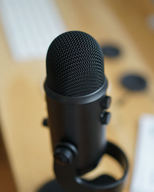 Yeti microphone with a blurred out backg