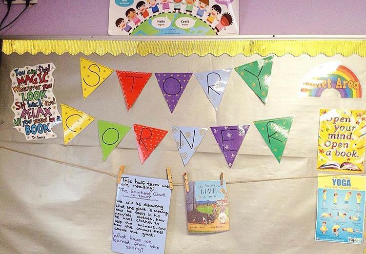 Story corner display