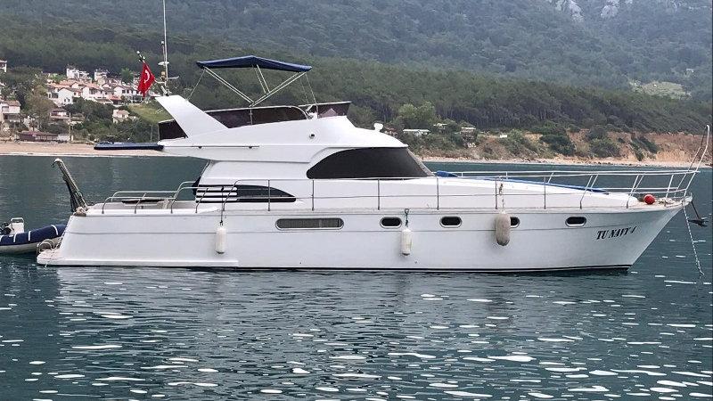 Яхта Tu navy 4