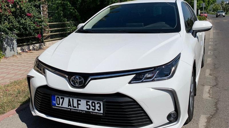 Toyota Corolla 2020 год (бензин автомат)