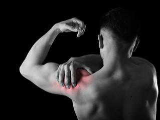 Dor no ombro? Confira dicas simples de treino e postura para prevenir o problema