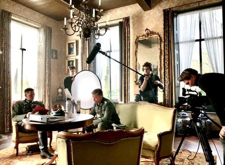 Mensinge decor voor oorlogsfilm