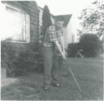 Tom golfing.jpg