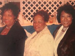3 sisters - Mom, Vivian, Jean.JPG