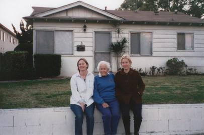 Millie, Maretta, Minda in front of Benit