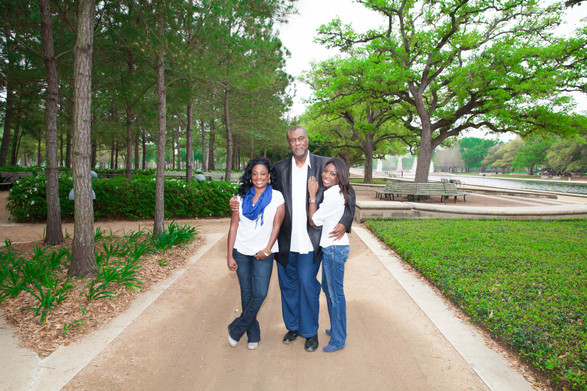 040_Chuck and daughters.jpg