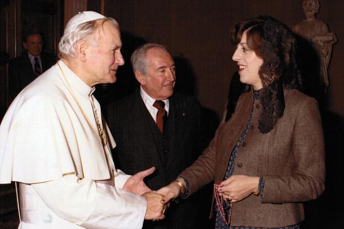 Debbie_meeting_Pope_John_Paul_II_F.jpg