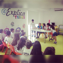 Instagram - Hoje a tarde é dedicada às experiências 🔬 #veraotekas #aexplicateka
