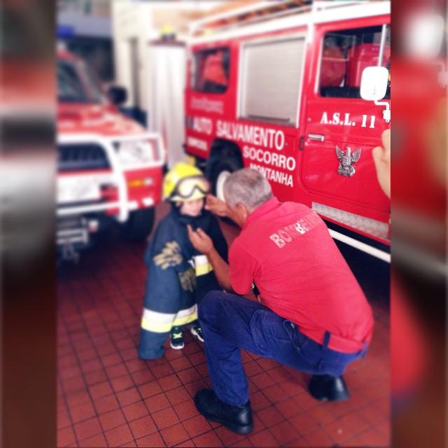 Instagram - Visita aos #bombeiros 😊 #veraotekas #aexplicatekas