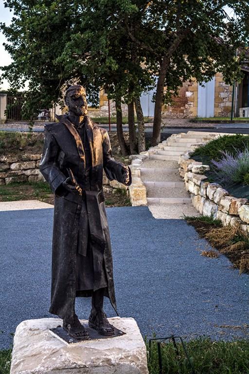 La statue du moine soldat