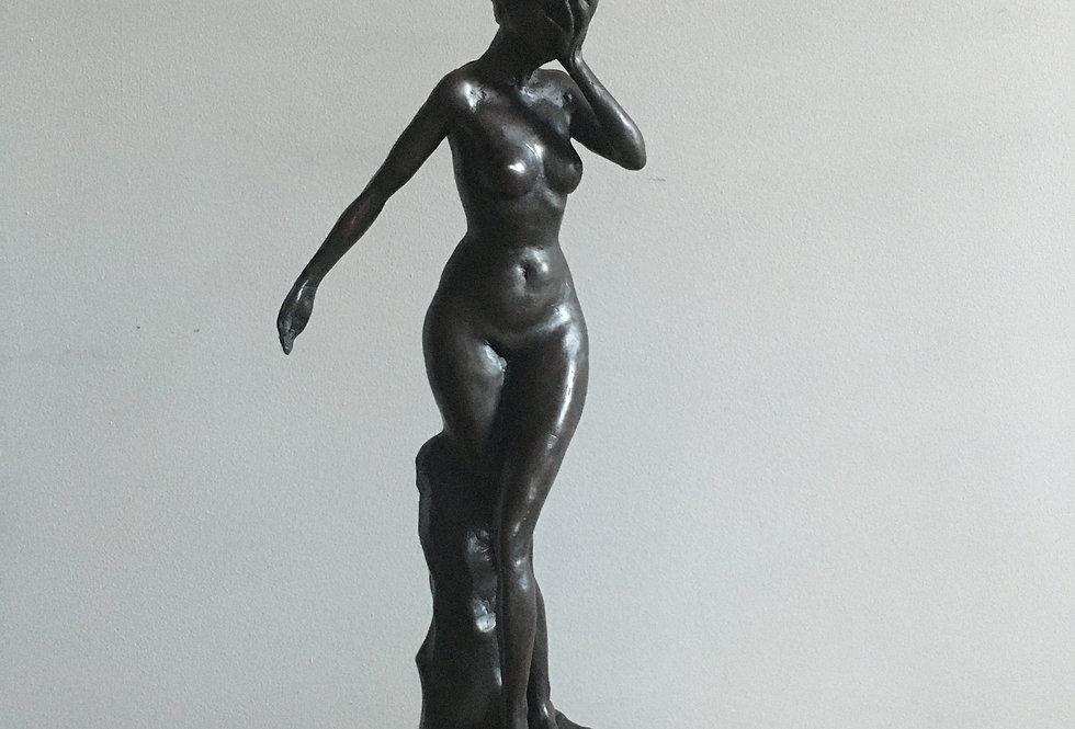 Nude bronze lady figure